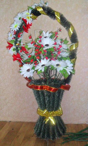 Венки из искусственных цветов на 9 мая